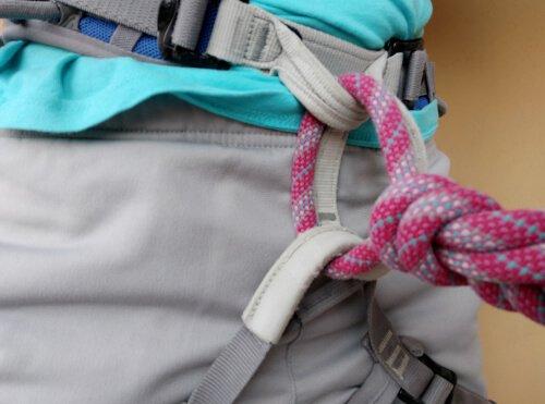 Legarsi alla corda da arrampicata